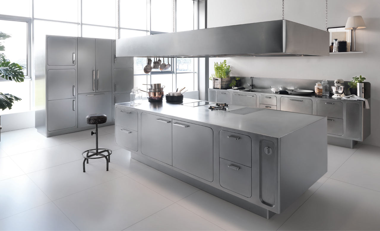 استفاده از ست وسایل استیل در آشپزخانه